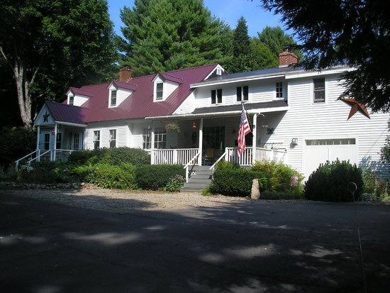 Buttonwood Inn on Mount Surprise: Front view of the B&B