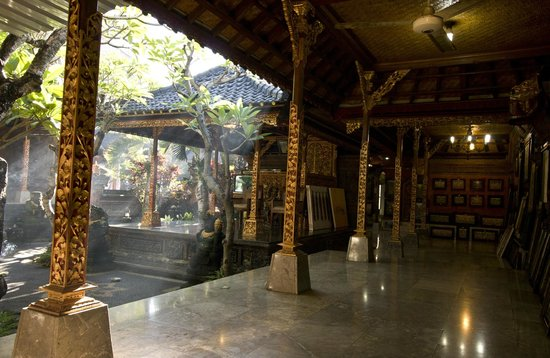Dewa Putu Toris: Balinese Traditional House