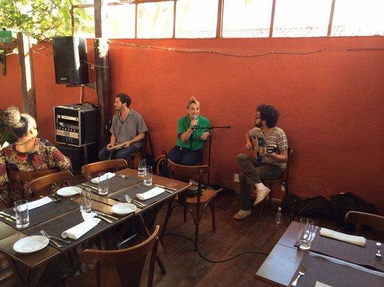 Maiale Emporio e Restaurante : Som ao vivo no almoço de sábado