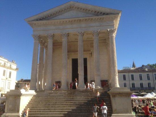 Le Mas Richard: LaMaison Carrée à Nîmes