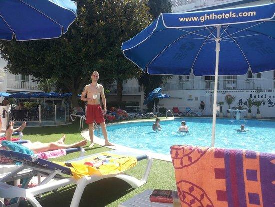 GHT Balmes Hotel, Apartaments & Splash : Территория отеляс бассейном