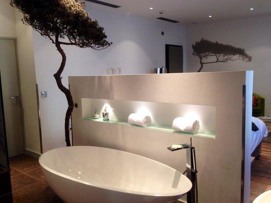 Petit Hôtel Confidentiel : Une salle de bain qui fait rêver