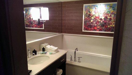 City Loft Hotel: Bathroom