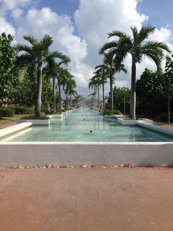 Hotel Playa Cayo Santa Maria : Fountain at the front of the resort.