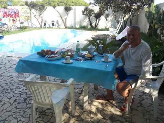 B&B Villa Romina: Colazione a bordo piscina