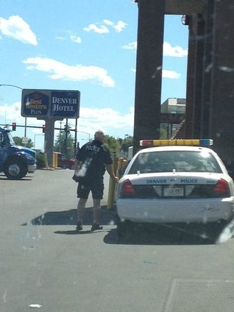 Quality Inn and Suites Denver Stapleton: Police taking reports on a Wednesday afternoon.