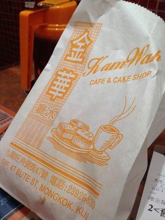 Kam Wah Cafe: Paper bag to take away your Bo Lo Bun