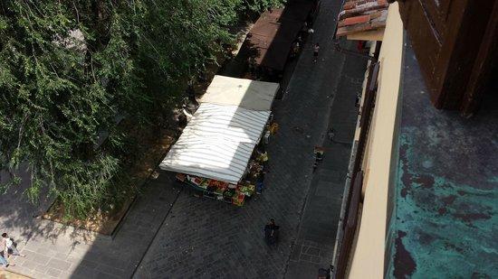 Hotel Palazzo Guadagni: Piazza Santo Spirito morning market