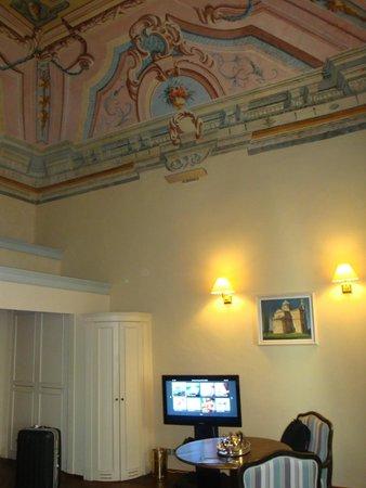 Palazzo Carletti : 天井が高い