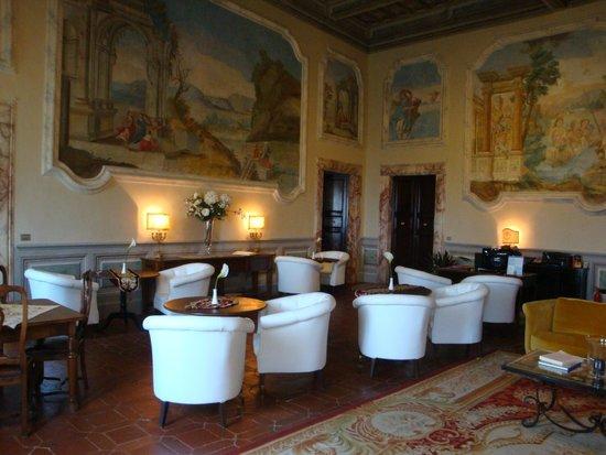 Palazzo Carletti : レセプション兼ロビー兼朝食ルーム
