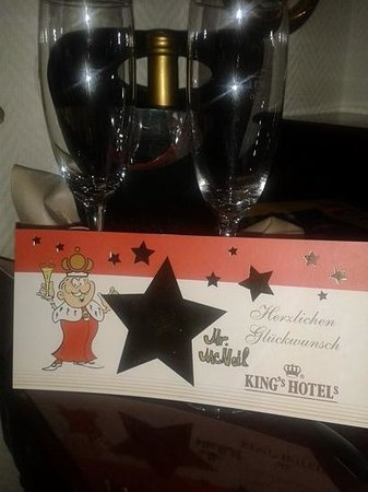 KING's HOTEL Center: Complimentary birthday bubbly!