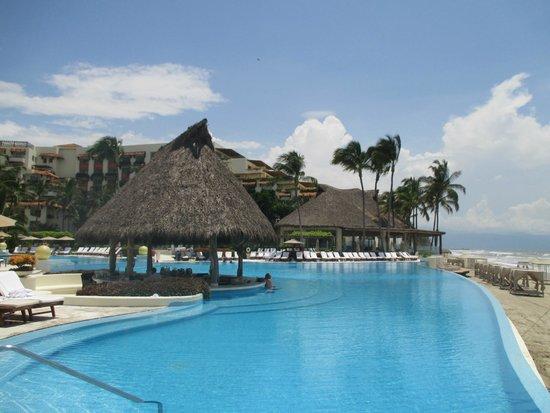 Grand Velas Riviera Nayarit: Pool bar