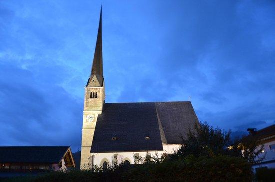 Wallfahrtskirche Maria Alm: Wallfahrtskirche at night.
