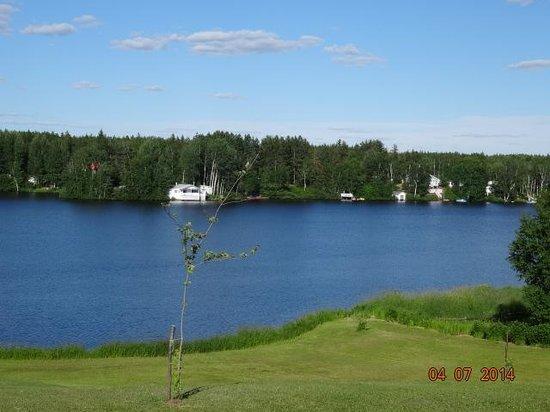 Aux Saveurs Du Lac : Vue sur le lac