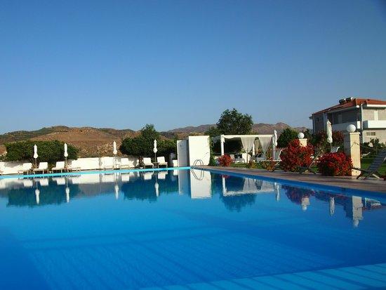 Chryssana Beach Hotel : the pool