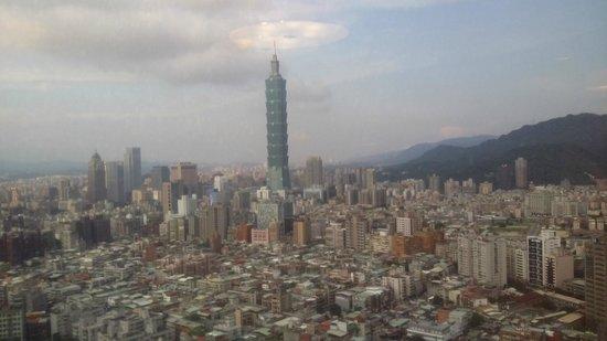 Shangri-La's Far Eastern Plaza Hotel Taipei: View from Horizon Club Lounge