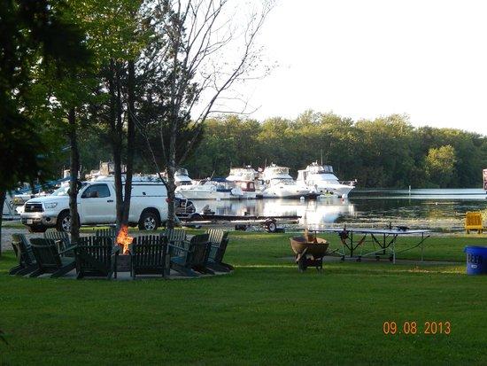 Sunnylea Resort: Firepit