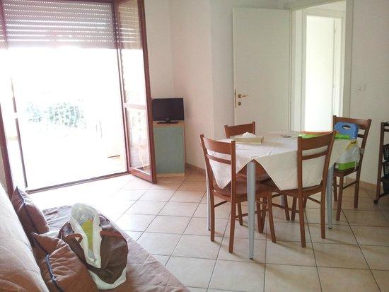 appartamento trilocale n.6 - picture of lola piccolo hotel, marina