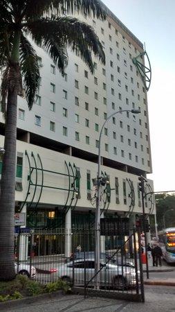 Hotel ibis budget Rio de Janeiro Centro : Fachada do Hotel - Visto do Jardim da Catedral enfrente