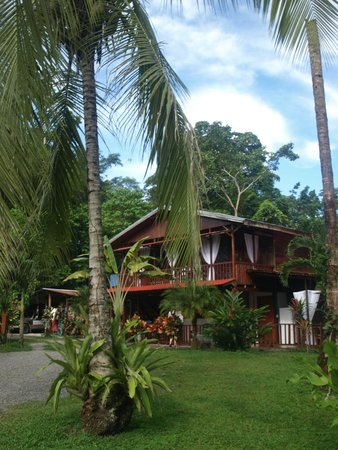 Hotel Nirvana by the Sea : Main lodge