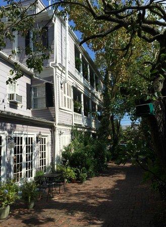 King George IV Inn: side view