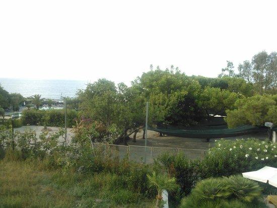 Hotel La Mandorla: Вид с балкона (направо)