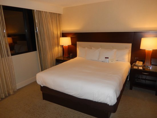 DoubleTree by Hilton - Washington DC - Crystal City: Suite Bedroom