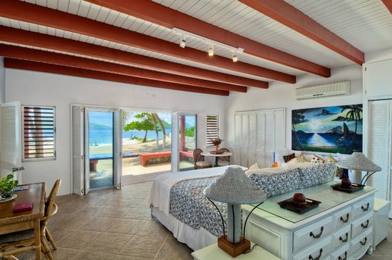 Fort Recovery Beachfront Villa & Suites Hotel: 4-8 Bedroom Grand Villa