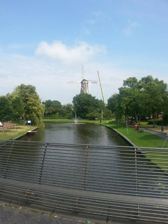 Golden Tulip Leiden Centre: view from bridge towards the centre