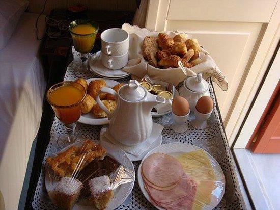 Aetoma Hotel : Шикарный завтрак, сервировали на балконе со скатертью