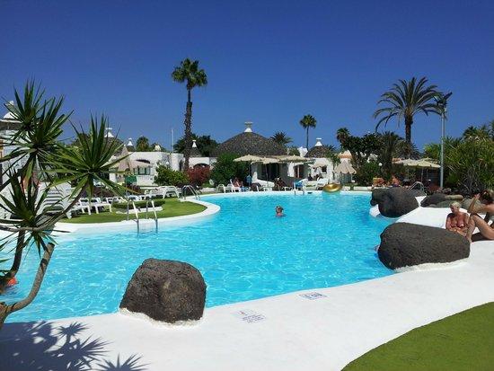Bungalows Parque Romantico: overzichtsfoto zwembad en omgeving.