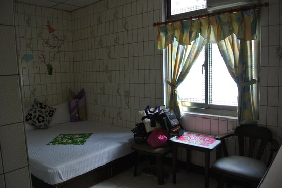 Hsin Hsin Hotel: なんかホッとする部屋