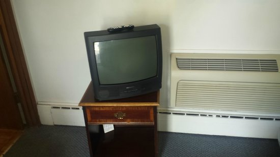 The Bay Motel: Small TV, but we were able to watch the Badger game!