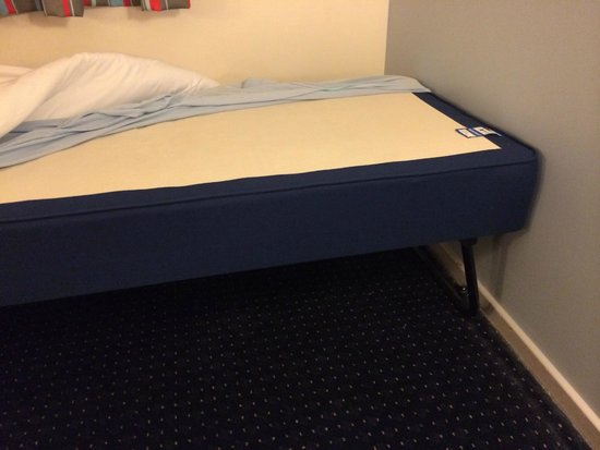 Travelodge Warminster: Pull out bed base