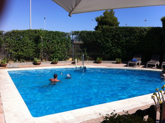 Ibis Jerez de la Frontera: Zona piscina