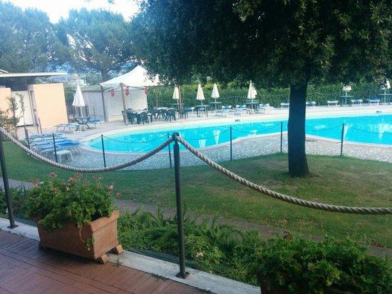Terra Umbra Hotel: Piscina