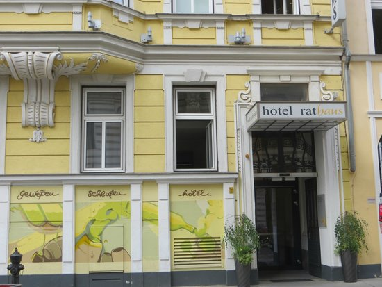 Zimmer picture of hotel rathaus wein design vienna for Wine and design hotel vienna