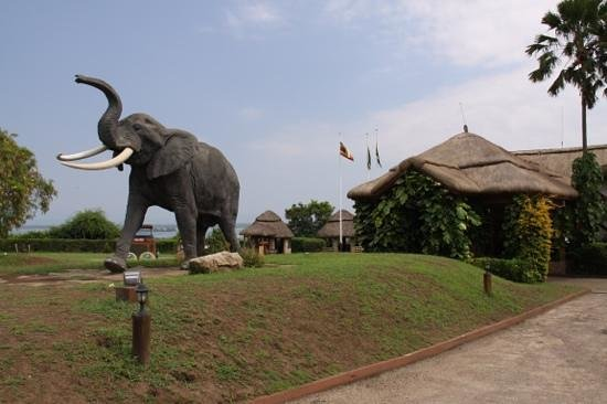 Mweya Safari Lodge: mweya entrance - karibu
