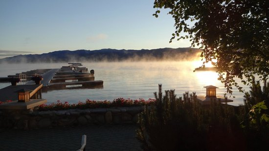 Shore Lodge : Dawn on the lake from the patio!