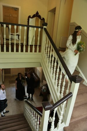 Altskeith Country House: Descending the stairs