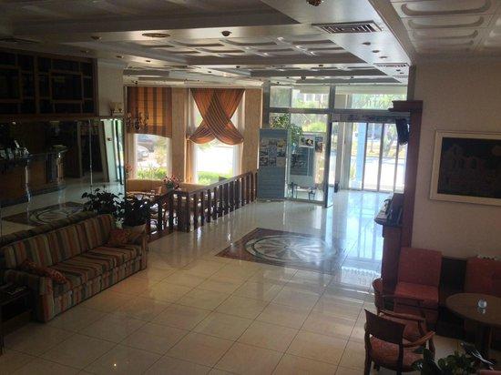 Emmantina Hotel: Hotel lobby