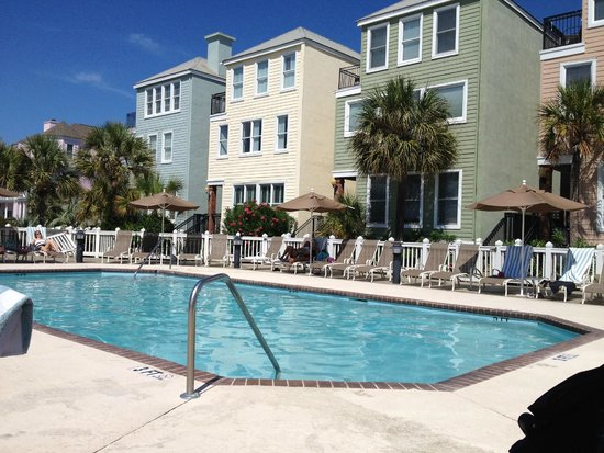 Wild Dunes Resort : Pool next to bar