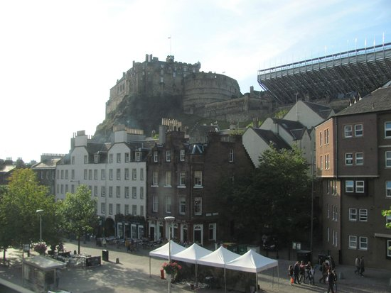 Apex Grassmarket Hotel : View of castle from second floor corner room