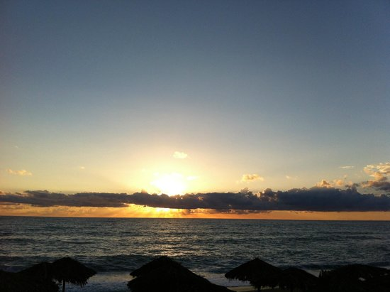 Irida Resort Suites: Sunset