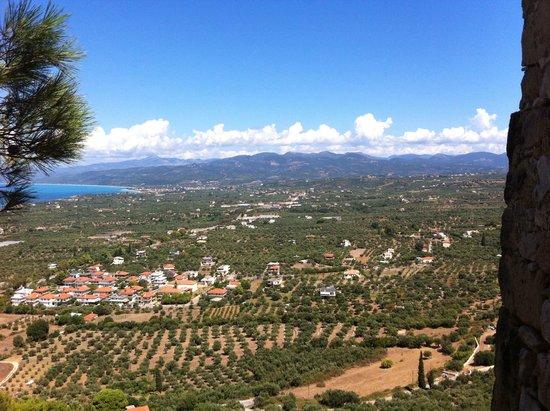Irida Resort Suites: Kyparissia Castle - overlooking Kalo Nero