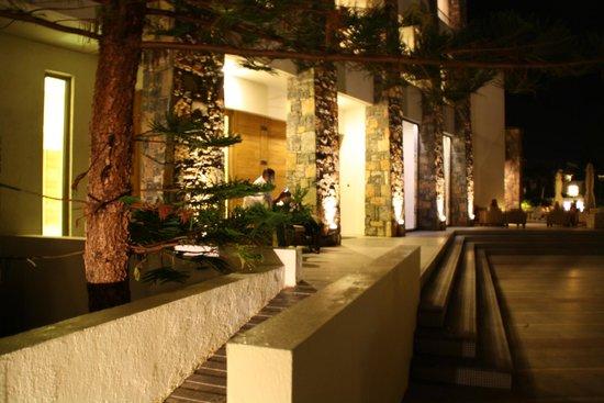 The Island Hotel : Reception - outside