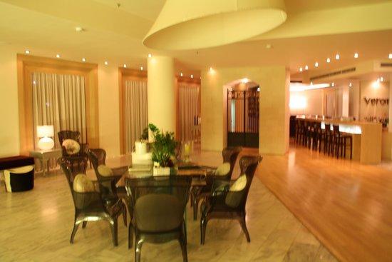 The Island Hotel : Reception - inside