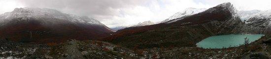 Glaciar Huemul: Panorama view of the lake and glacier