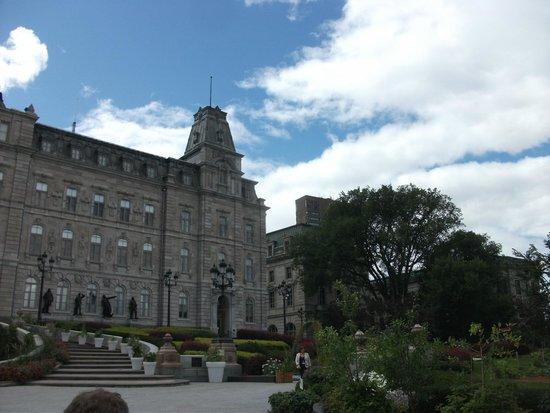 Parliament Building (Hotel du Parlement) : outside