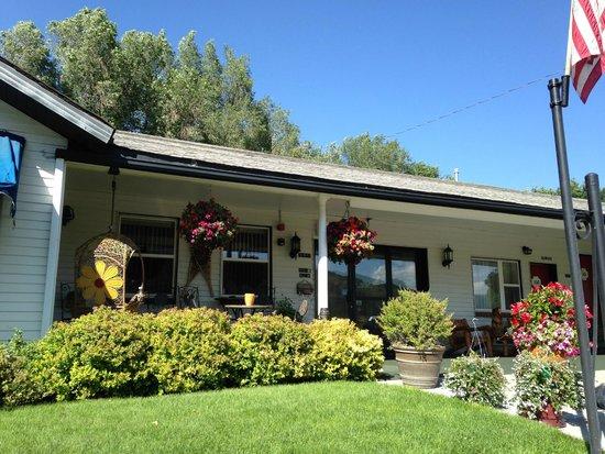 Hanging Lake Inn : Beautiful curb appeal